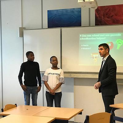 Staatssecretaris Blokhuis geeft een gastles op het Buitenhout College